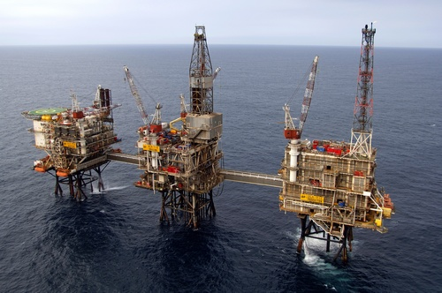 Ulafeltet, fra venstre boligplattformen QP, boreplattformen DP og prosessplattformen PP. Foto: BP Norge AS