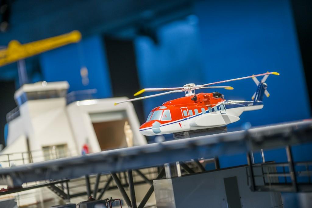 Helikopter på plattformmodell i oljemuseet foto Fredrik Ringe