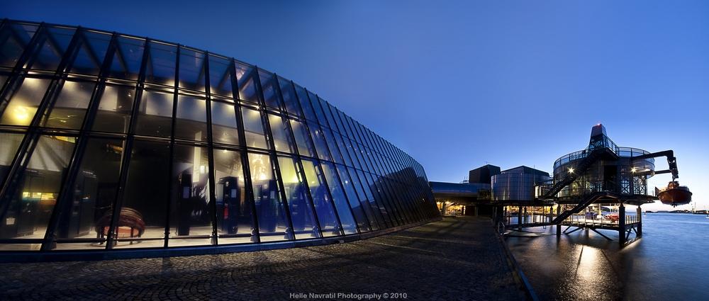 Panoramafoto av Norsk Oljemuseum med sjøinstallasjoner. Foto: Helle Navratil