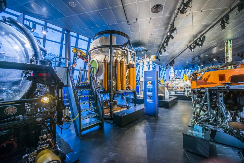 Oljemuseets utstilling dykkerklokker og modeller  foto Fredrik Ringe