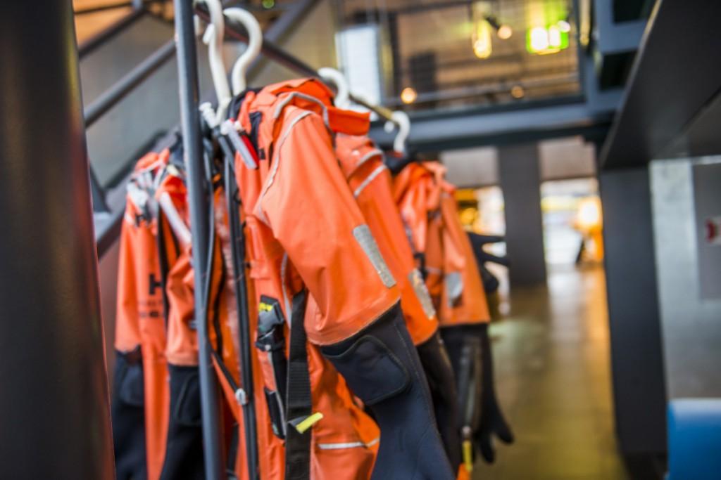 """Med overlevelsesdrakt er du klar for sikkerhetstrening i """"Katta-stroferommet"""". Foto: Fredrik Ringe"""