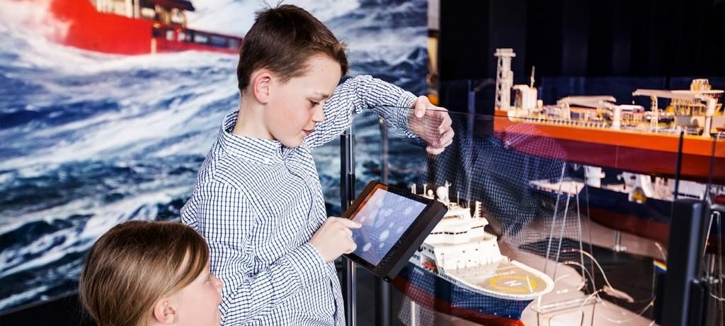 Barn i utstillingen Foto-Elisabeth-Tonnessen-AS-1-1024×683