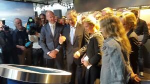 """Yngve Slyngstad, Øystein Olsen og Christine Sagen Helgø utgjorde det første, og svært sterke quizlaget under åpningen av utstillingen """"Fra oljeformue til finansformue"""" på Oljemuseet. (Foto: Norges Bank/NOM)"""