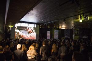 """250 gjester kom til Norsk Oljemuseum for å se premieren på den nye kortfilmen """"Oljeunge"""". (Foto: Shadé Martins)"""